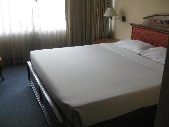 Bangkok City Inn: Hard bed