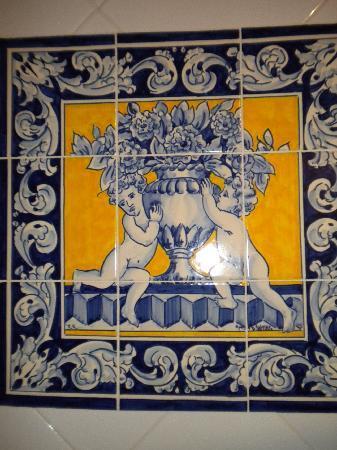 Arfe Apartments: azulejos salle de bain