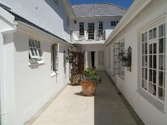 Constantia White Lodge: Side entrance