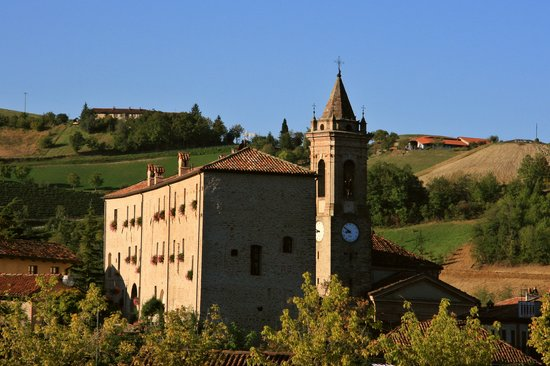 Hotel Castello di Sinio: Castle in early morning light