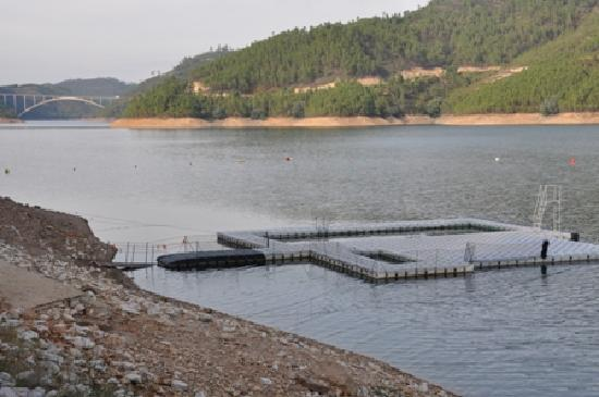 Ferreira do Zezere, โปรตุเกส: Swimming pontoon near the hotel