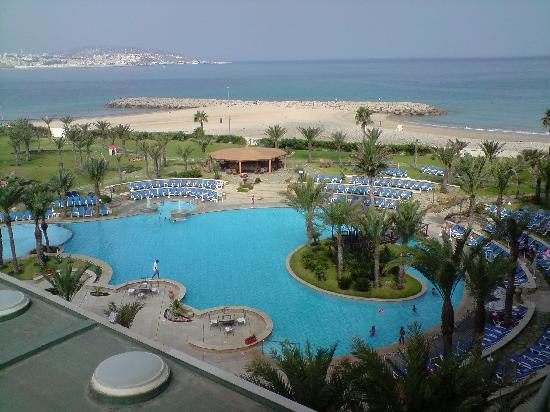 Movenpick Hotel & Casino Malabata Tanger: Hotel swimming pool