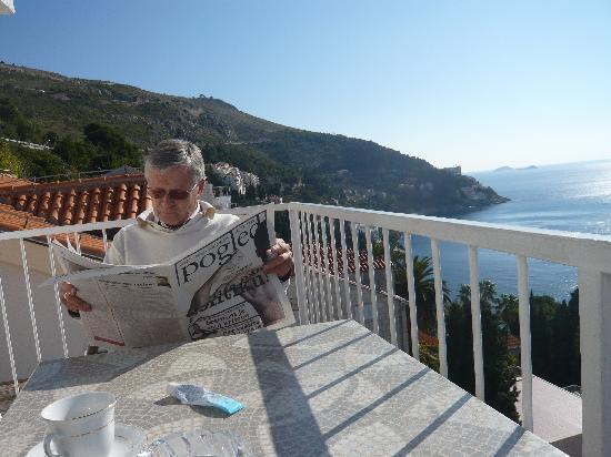 Sipa Apartments: Sunny morning on the terrace