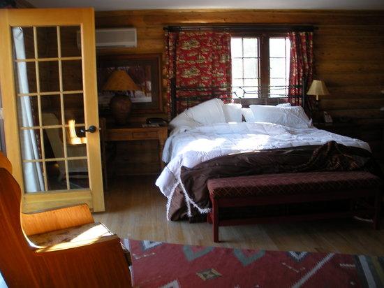 The Trapper Creek Lodge: comfy room