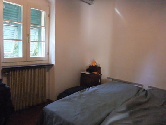 Santuario Nostra Signora di Soviore: Our very bare & COLD room