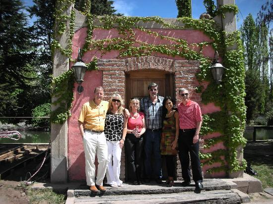 Чакрас-де-Кориа, Аргентина: Silvia & Alejandro (center) Hosting us at Clos de Chacras