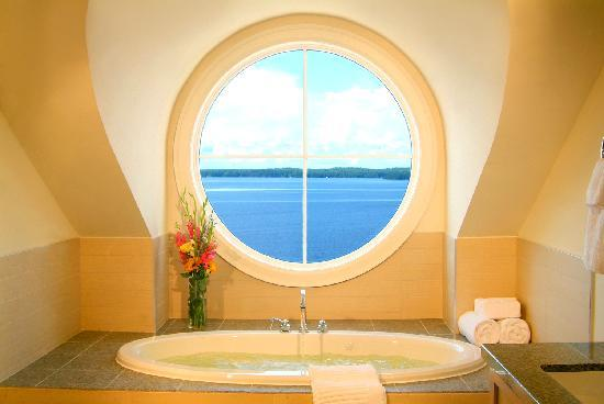 Touchstone on Lake Muskoka: Bathroom