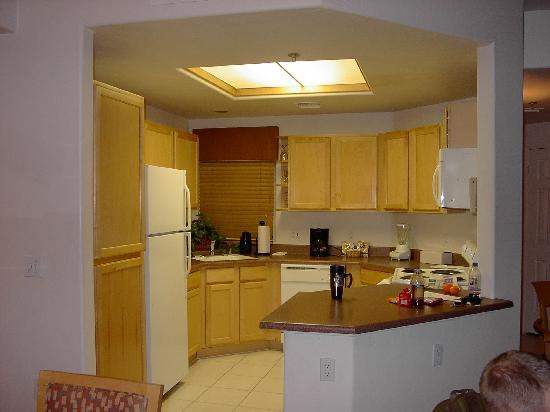 The Golf Villas at Oro Valley: the kitchen was well stocked with all kinds of dishes