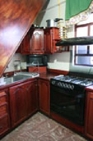 El Hogar de Carmelita: kitchen