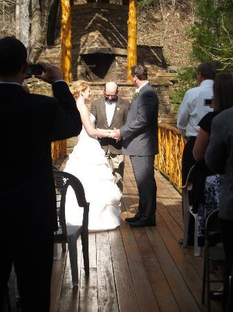 Cedar Crest Lodge & Cabin: Married on the Bridge