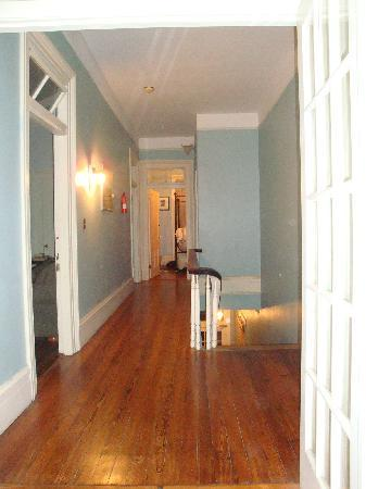 Savannah International Pensione: Corridoor looking into my room