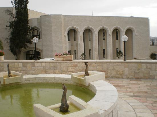 Notre Dame Guest House: Fountain and Conference Center