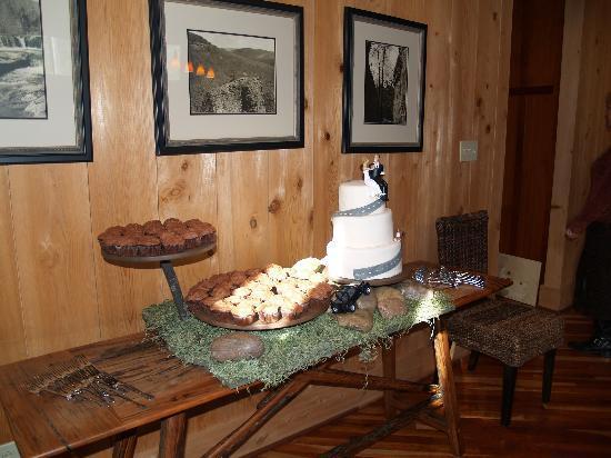 Cedar Crest Lodge & Cabin: Dining Room