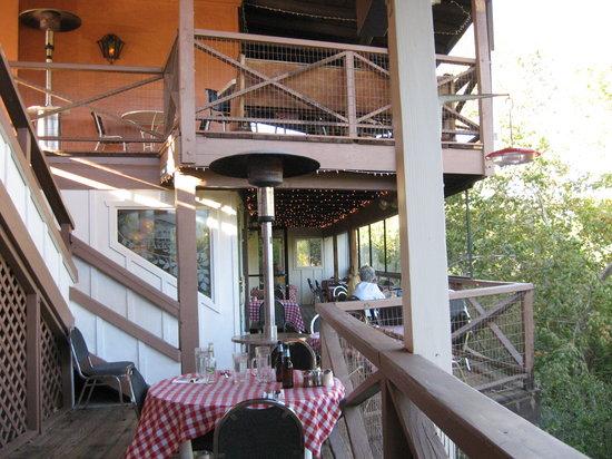 The Hideaway Restaurant : nice views