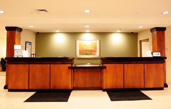 Fairfield Inn & Suites South Boston: Front Desk