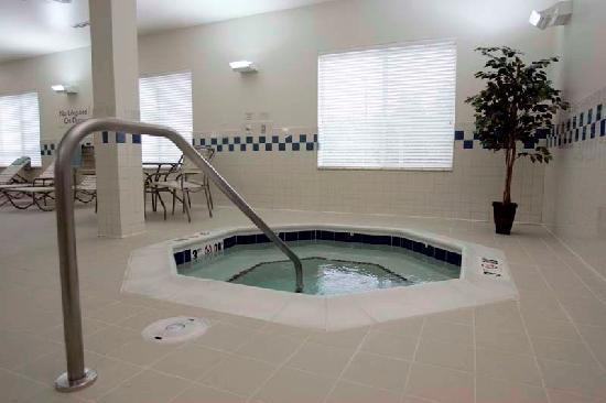 Fairfield Inn & Suites South Boston: Indoor Whirlpool