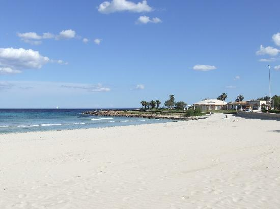 Hotel Som Fona: A short walk to Sa Coma beach..stunning!