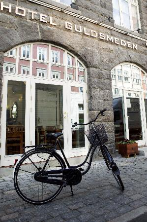 Bertrams Guldsmeden - Copenhagen: Street View of entrance