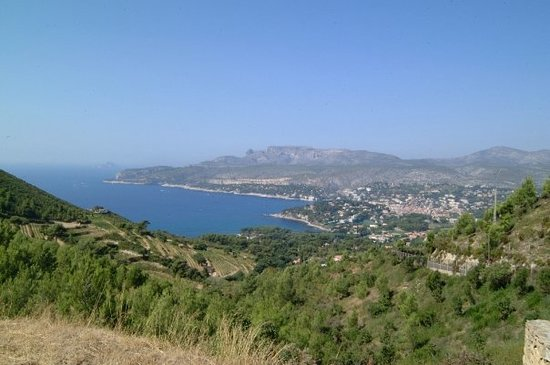 La Ciotat, Frankrig: View to Casis