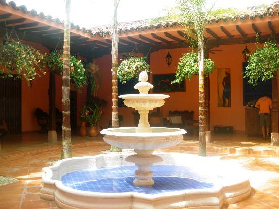 Patio con fuente picture of hotel casa tenerife santa - Fuente para patio ...