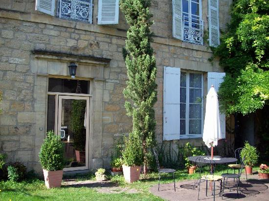 La Maison du Notaire Royal chambres au ceour de la cite medievale de Sarlat: Toulemon's Rear entrance/courtyard
