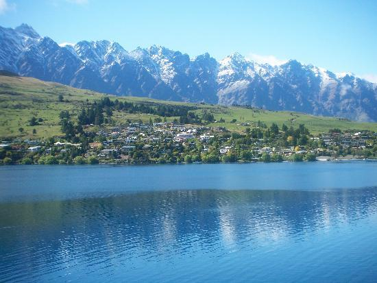 Villa Del Lago: Looking out to the Remarkables