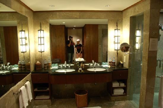 The Oberoi, Lombok : bathroom