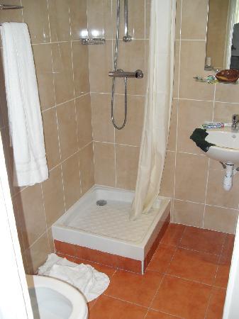 chambre pour une personne g e ou handicap e picture of meridional hotel paris tripadvisor. Black Bedroom Furniture Sets. Home Design Ideas