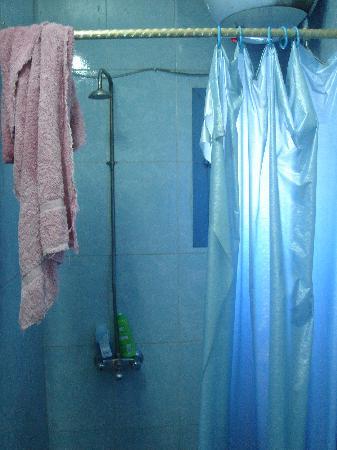 Ramses II Hostel : bathroom
