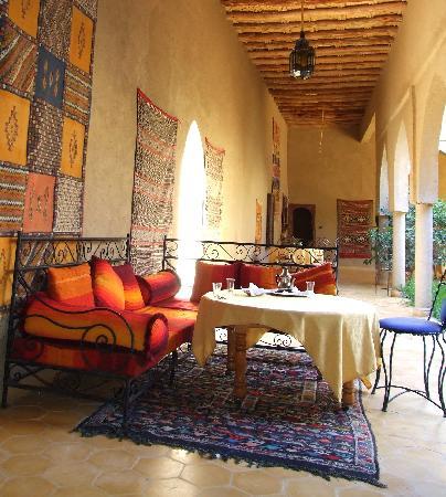Guest House Merzouga: le patio : repas et détente