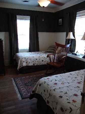 The Williamsburg Manor Bed and Breakfast: The Room across the hall
