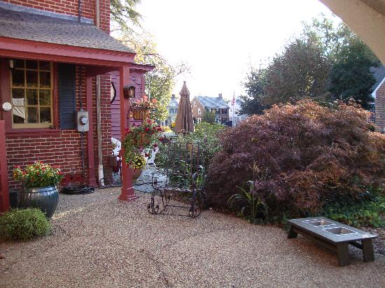 The Williamsburg Manor Bed and Breakfast: More Outdoor Space