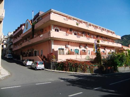Francavilla di Sicilia, Italien: Hotel Front