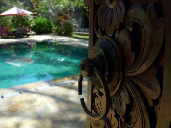 Hotel Puri Rai : Piscine n°1