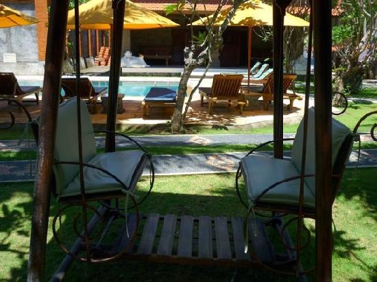 Hotel Puri Rai: Balancelle