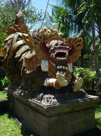 Hotel Puri Rai : sculpture