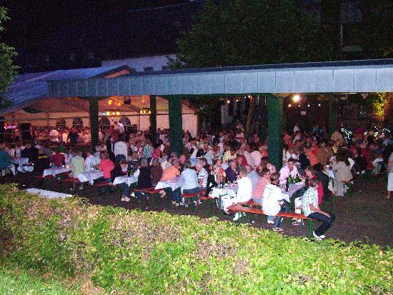 Senheim, Tyskland: winefest in front of the Sunderhof july 09