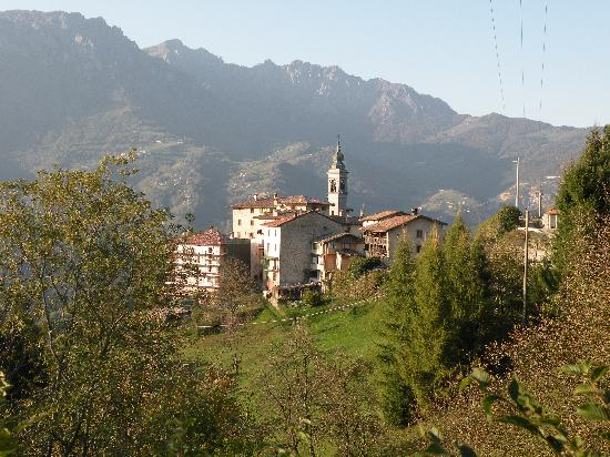 San Giovanni Bianco, Italië: The B&B from a distance