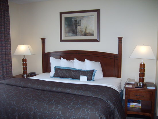 Staybridge Suites Memphis - Poplar Ave East: King Bed
