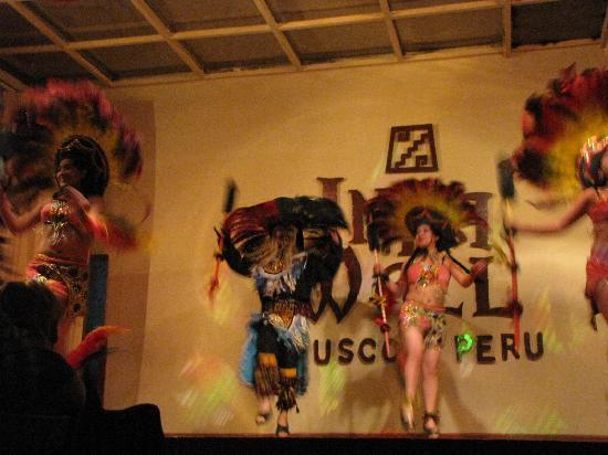 Hostal El Triunfo: Evening of folkloric dances and songs
