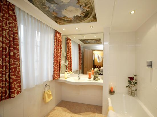 Hotel Schlosskrone: Bathroom