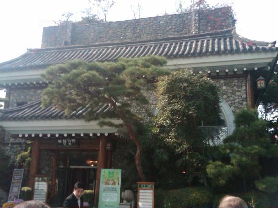 Samwon Garden Main Store: Entrance to Samwon