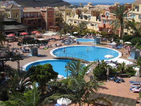 Granada Park Apartments: Pool area
