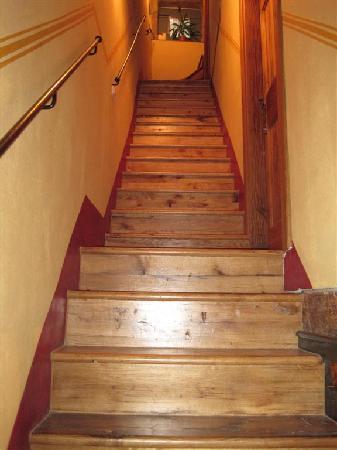 Casa Garzotto: Steep Stairs