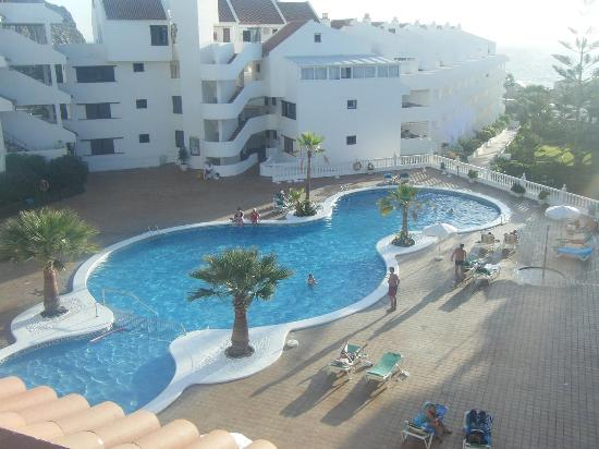 Paloma Beach Apartments: Pool View