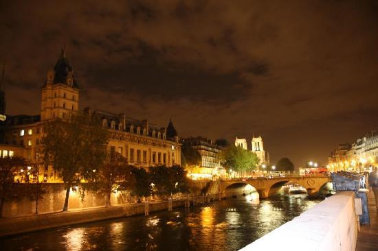 Paris, Frankrike: Seine River at night