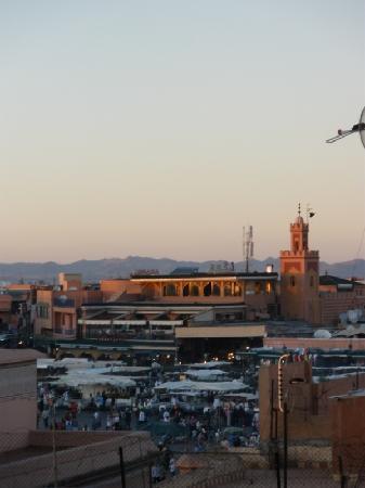 Hotel Central Palace: Vista de la plaza Djema el Fnaa desde la terraza