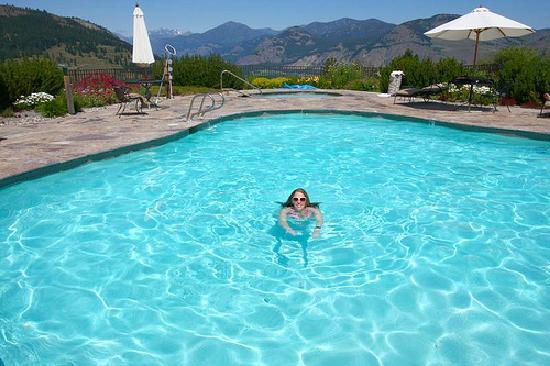 Sun Mountain Lodge: The stunning pool