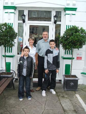 Del-Mar Bed & Breakfast: the boys with Keith and fiona