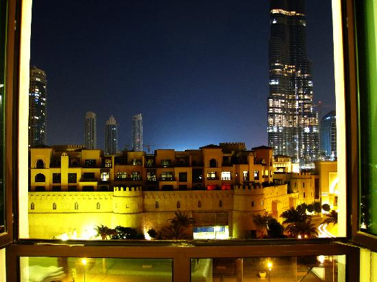 Manzil Downtown Dubai: view from bedroomfacing the main street. by A Chothia